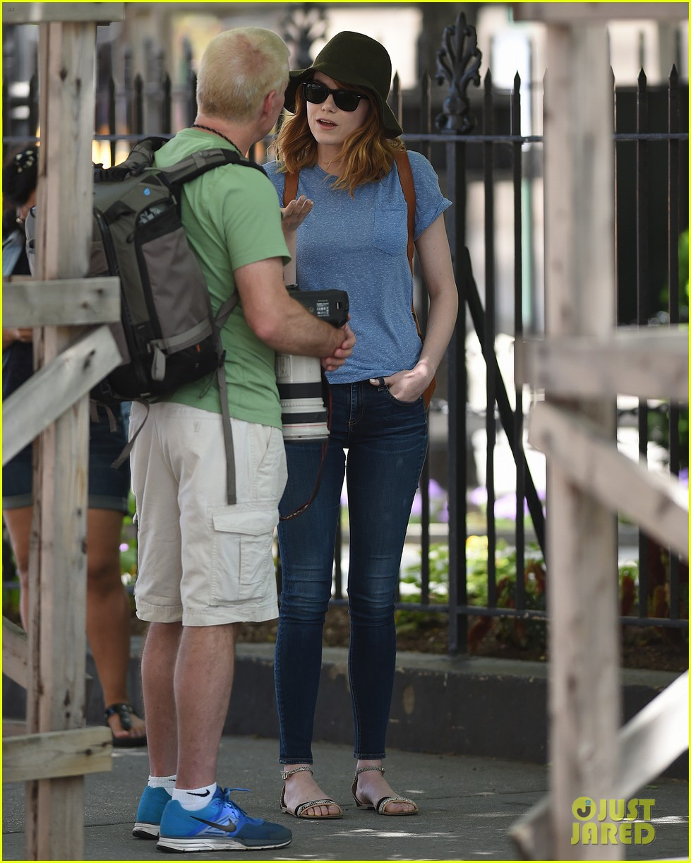 emma stone talks paparazzi west village 05