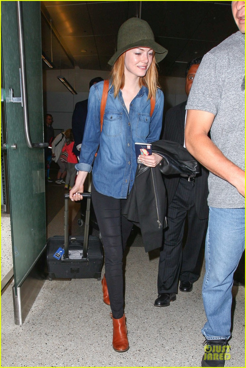 emma stone andrew garfield land in los angeles separately 11