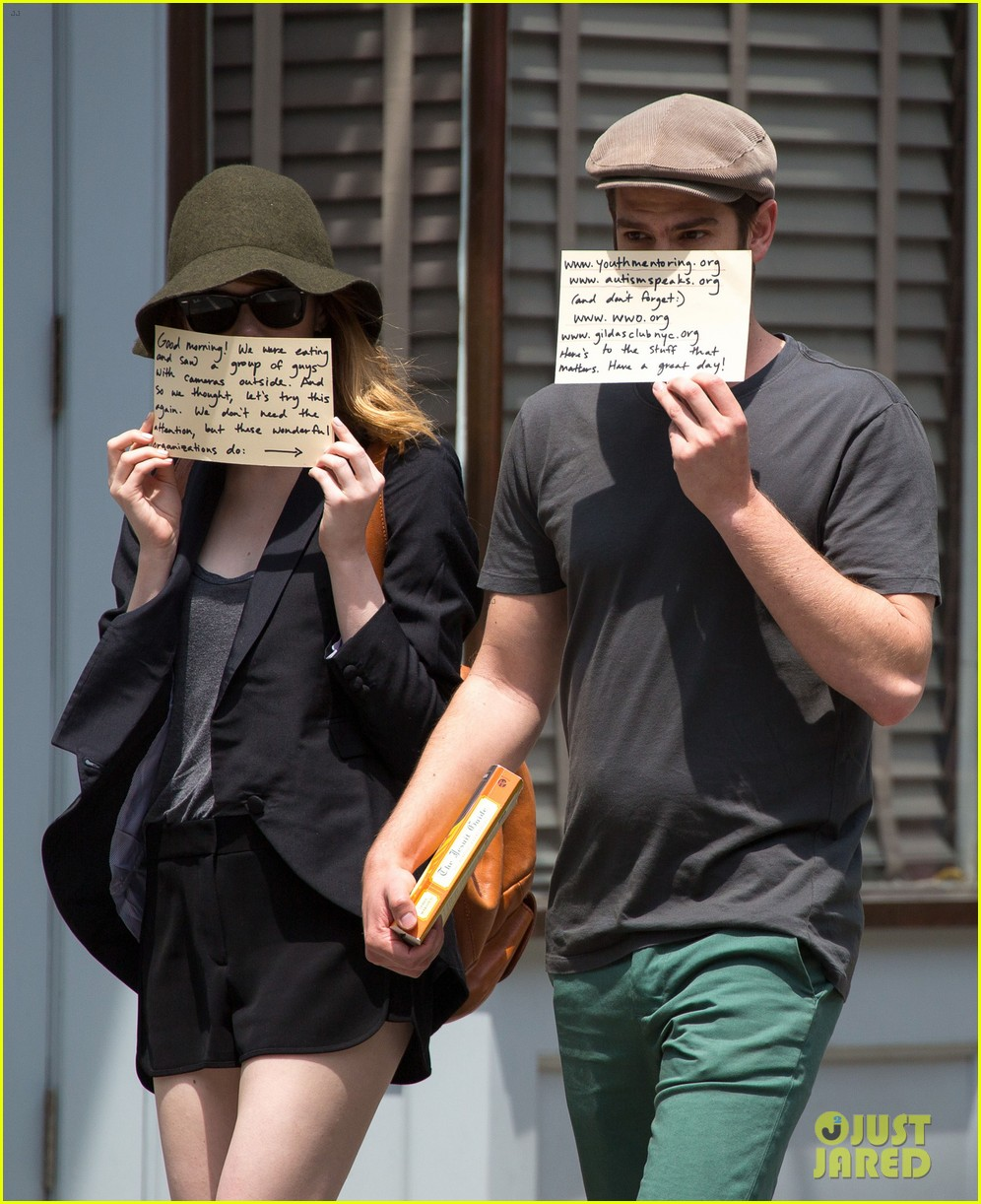 emma stone andrew garfield use signs to raise awareness 08