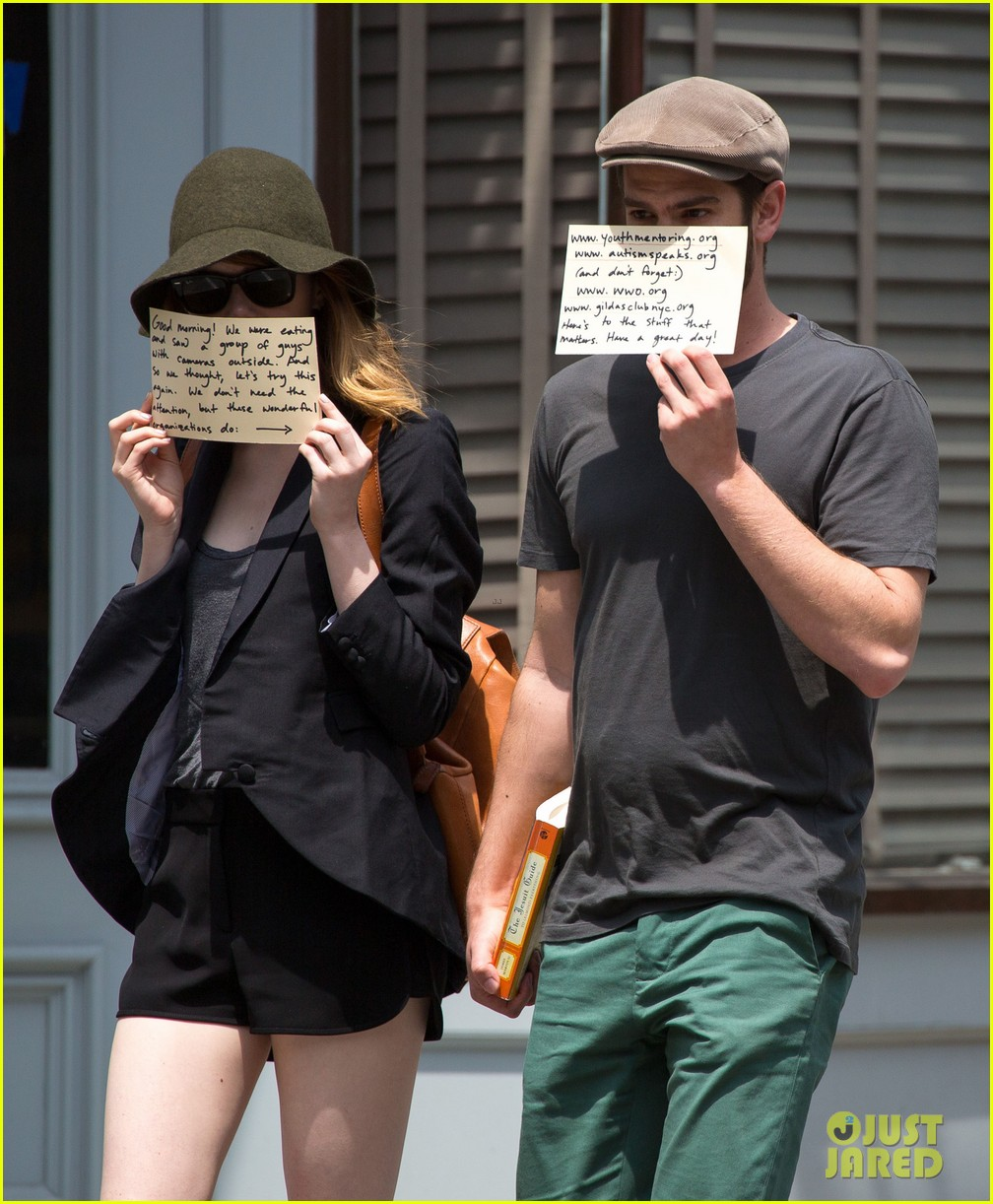 emma stone andrew garfield use signs to raise awareness 09