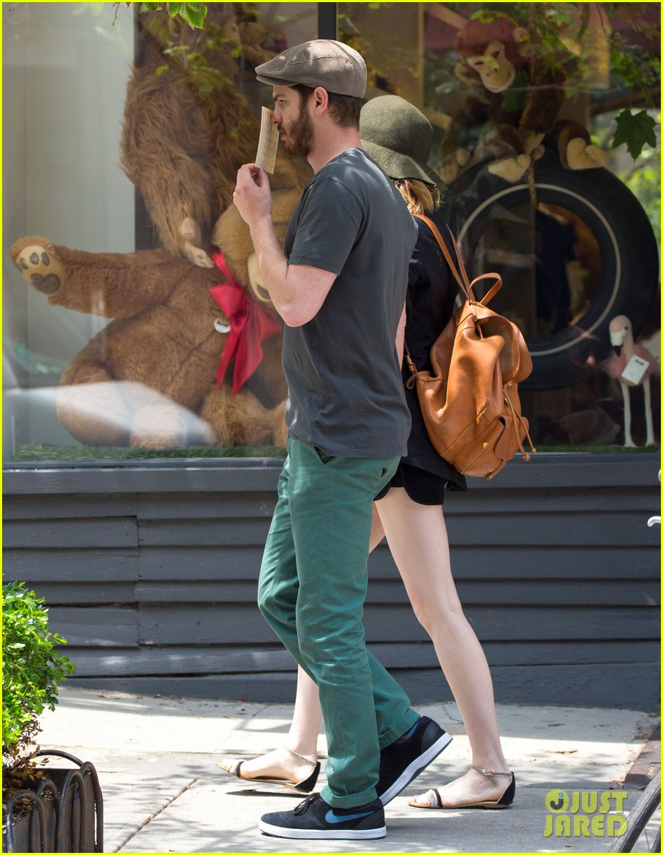 emma stone andrew garfield use signs to raise awareness 113137334