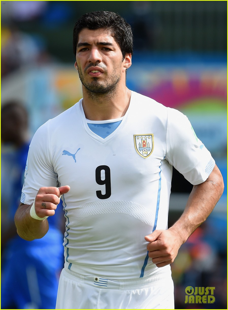 luis suarez apologizes for biting giogio chiellini 013146924