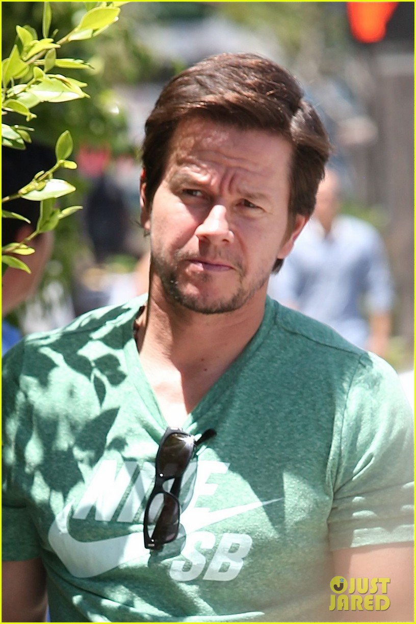 mark wahlberg talks about transformers age of extinction dinobots 113126054