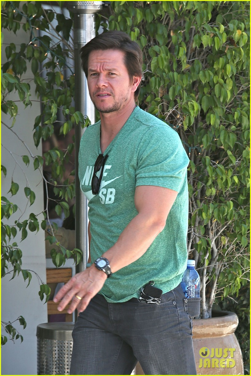 mark wahlberg talks about transformers age of extinction dinobots 133126056