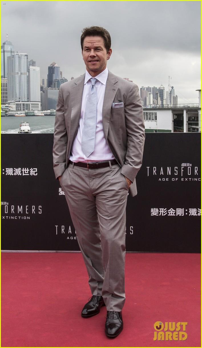 mark wahlberg jack reynor transformers 4 hong kong premiere 17
