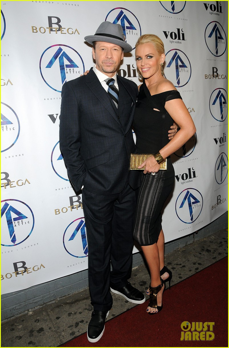 donnie wahlberg jenny mccarthy wedding wont be lavish 02