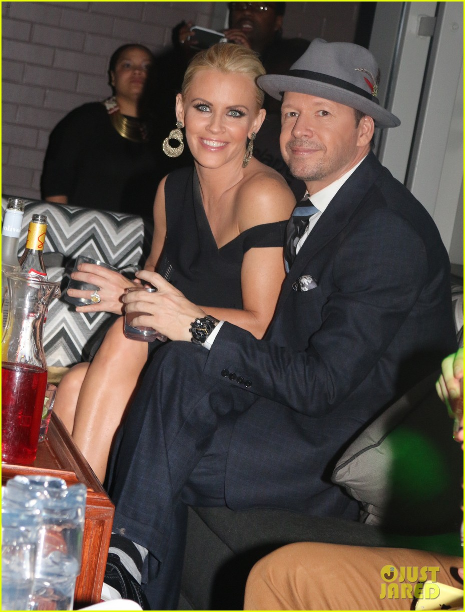 donnie wahlberg jenny mccarthy wedding wont be lavish 03
