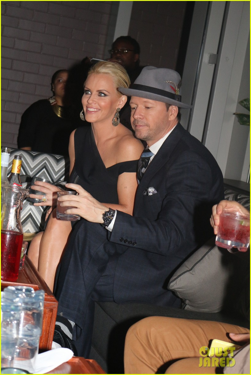 donnie wahlberg jenny mccarthy wedding wont be lavish 10
