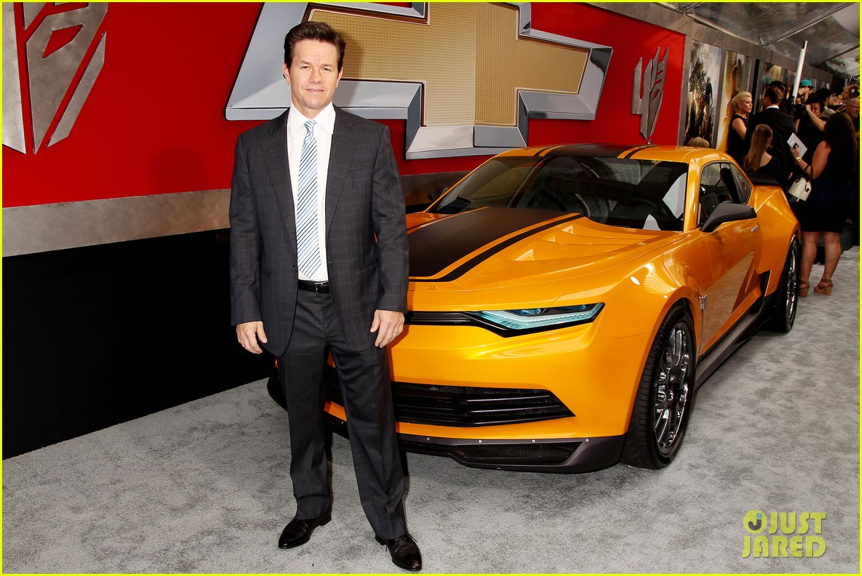 mark wahlberg brings the family to transformers nyc premiere 09