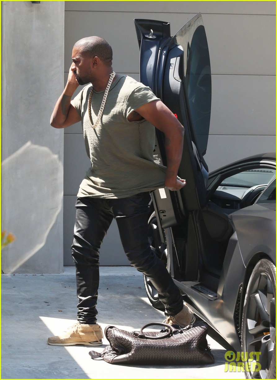 kanye west arrives home north birthday party 12