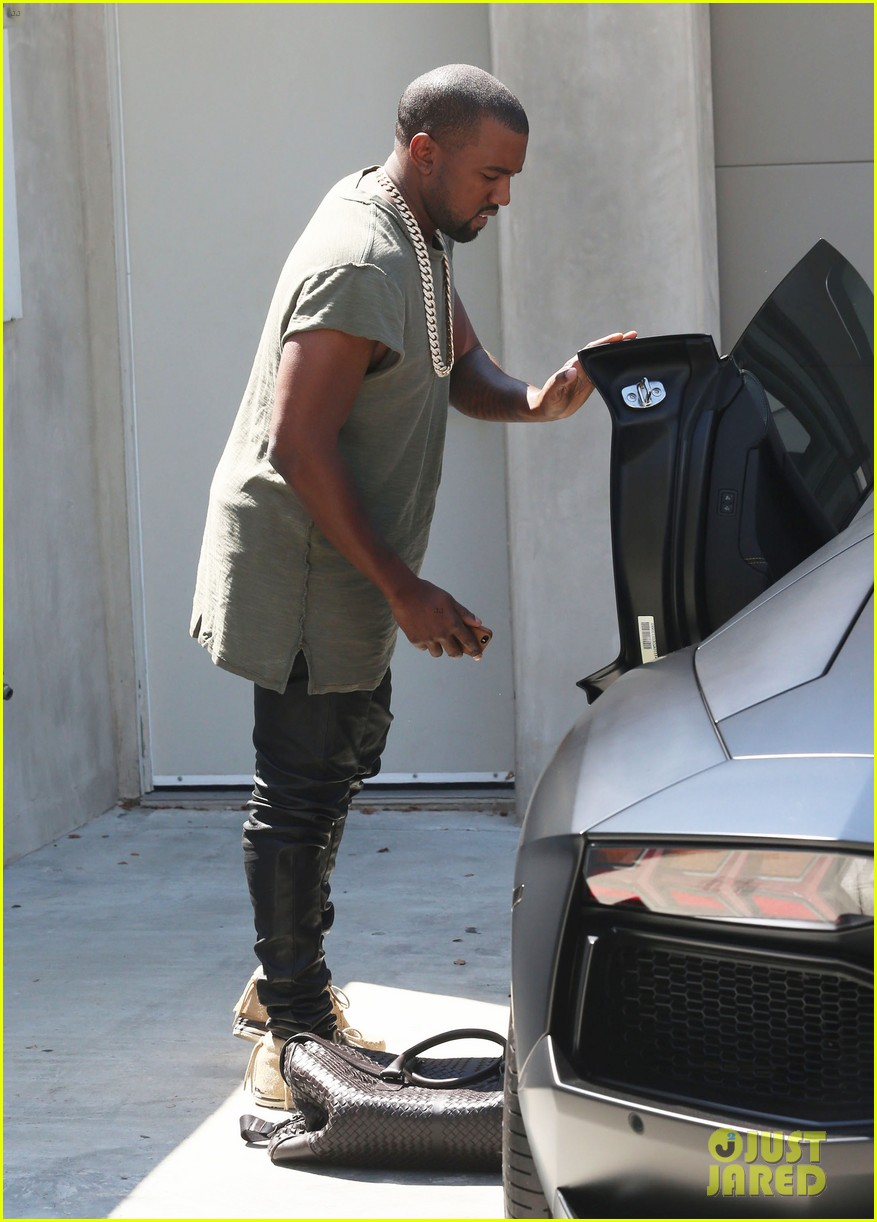 kanye west arrives home north birthday party 13