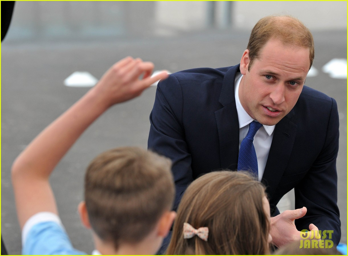 prince william tells students he likes coldplay linkin park 06