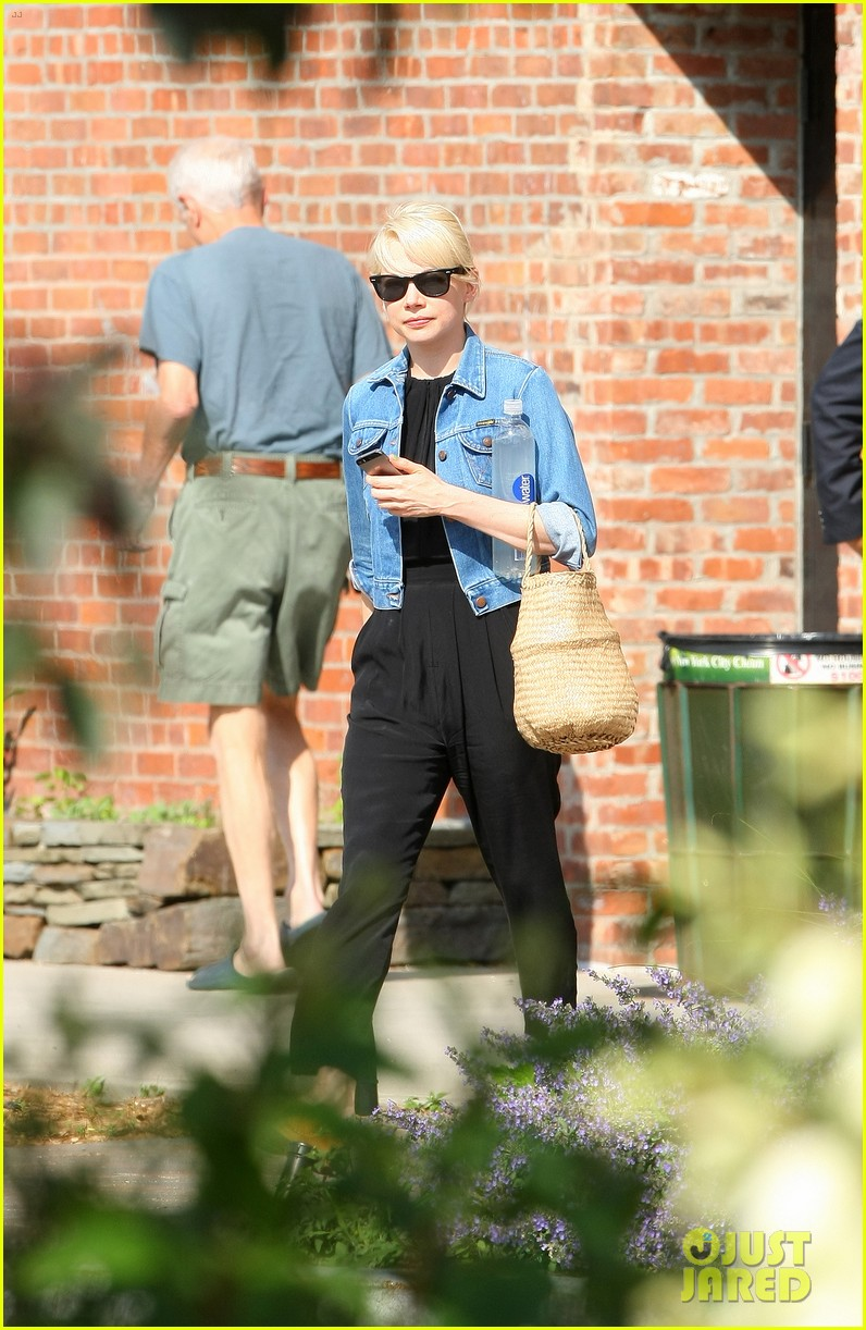 michelle williams heads to cabaret before shia labeoufs arrest 013144381