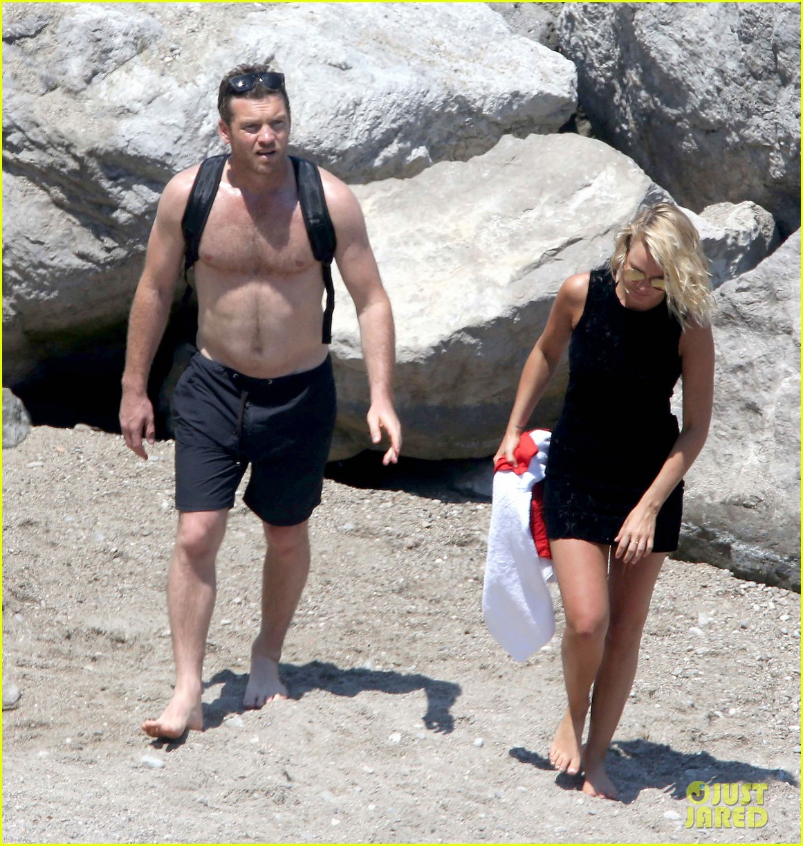 sam worthington lara bingle get handsy pack on the pda on beach 113134684