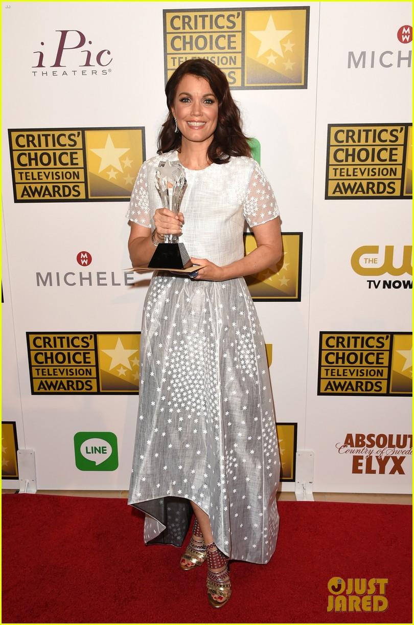 bellamy young wins at critics choice tv awards 2014 013139399