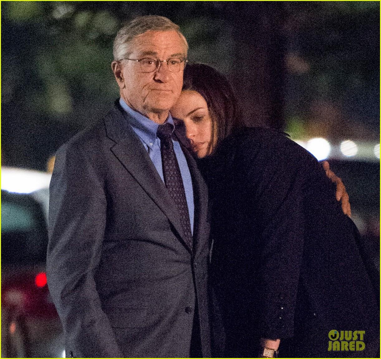 Anne Hathaway And Robert De Niro: Robert De Niro Holds Back Anne Hathaway's Hair While