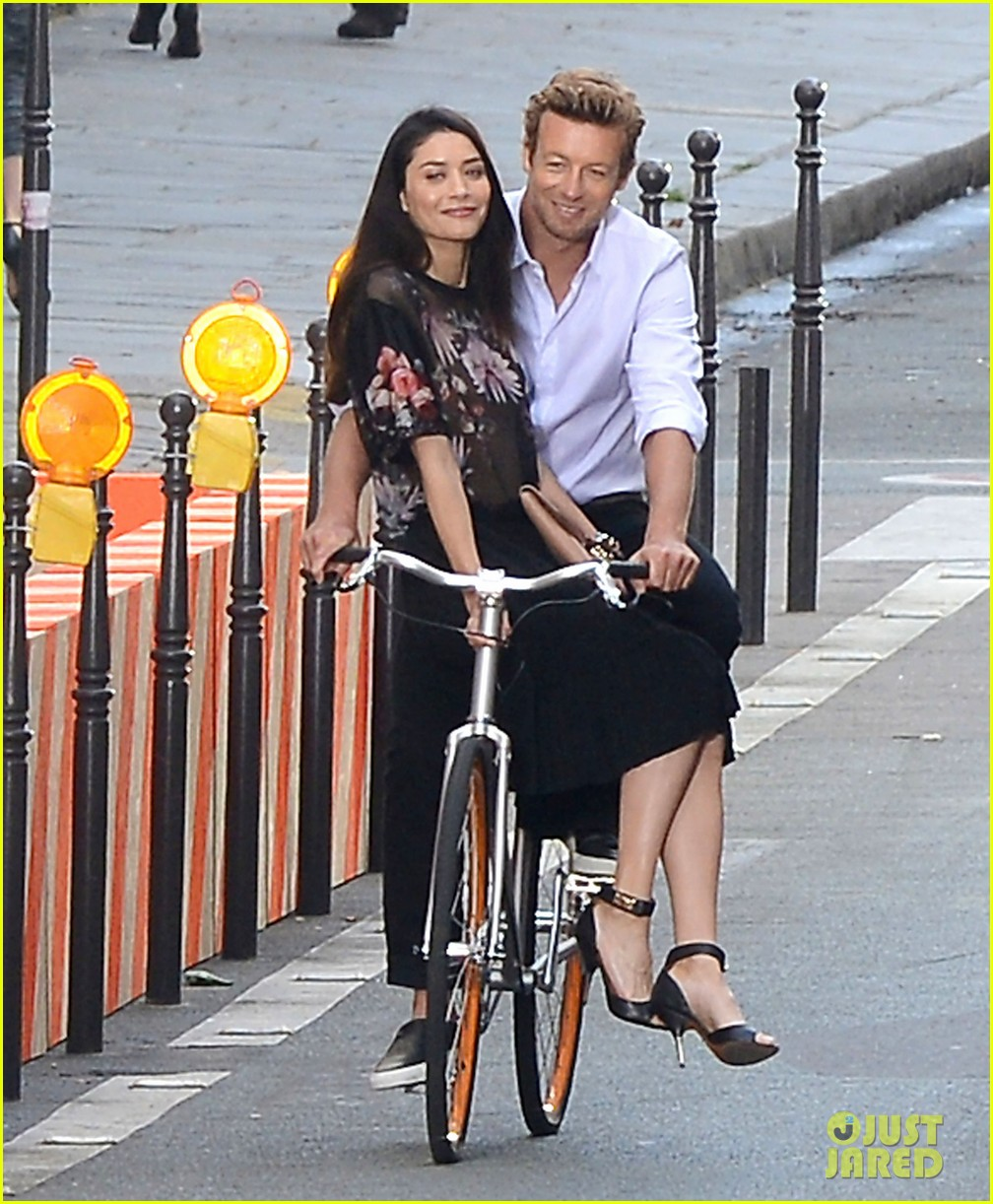 simon baker picks up a lady on his bike for givenchy commercial 033147520