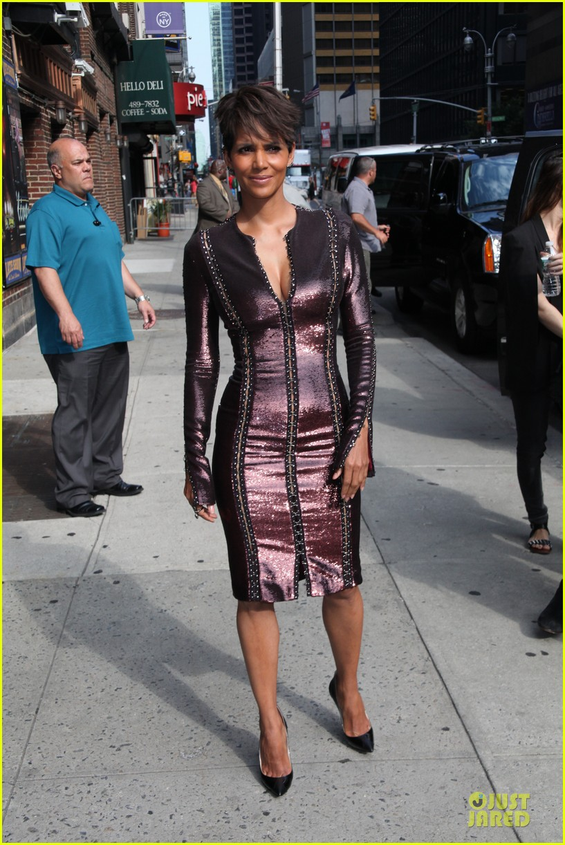 halle berry shows some cleavage at letterman 11