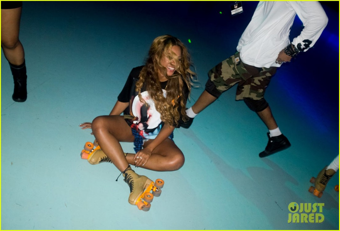 Roller skating houston - Beyonce Recreates Blow Music Video At Houston Roller Rink Photo 3160943 Beyonce Knowles Pictures Just Jared