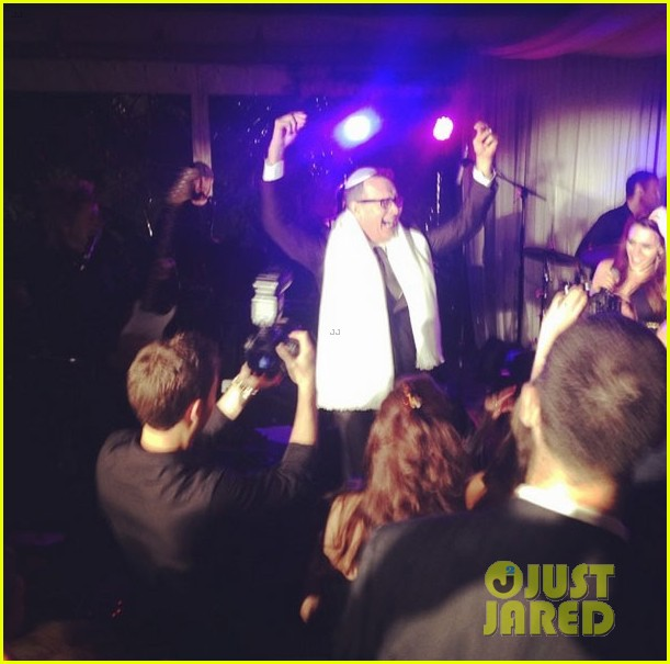 scooter braun gets married justin bieber performs 10