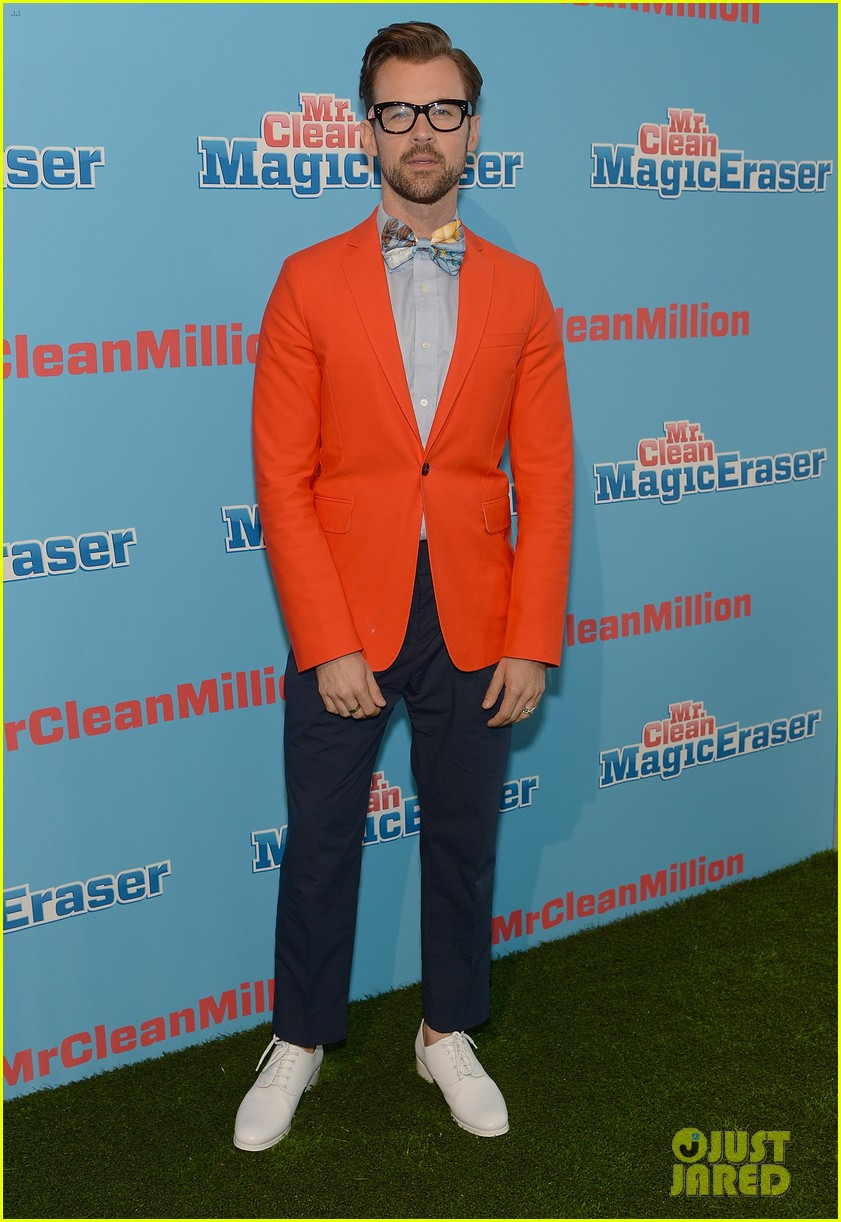 jordana brewster supports brad goreski at the mr clean summer fashion party 08