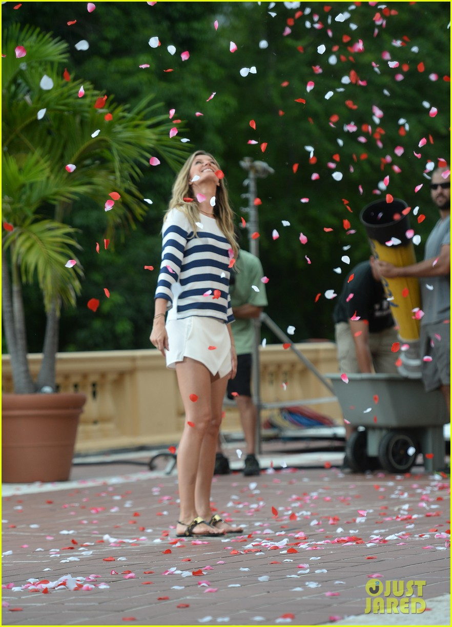 gisele bundchen showered with rose petals 143153659