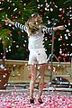 gisele bundchen showered with rose petals 09