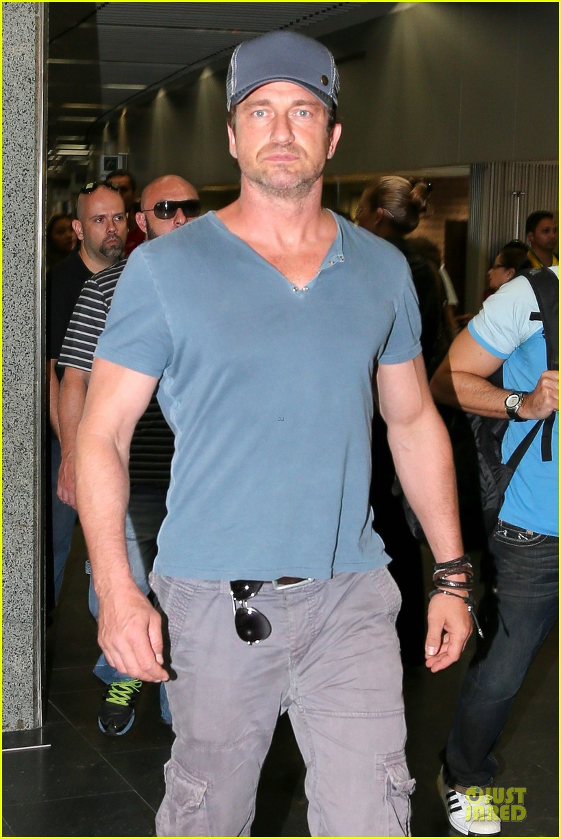 gerard butler jet to belo horizonte for fifa world cup 02