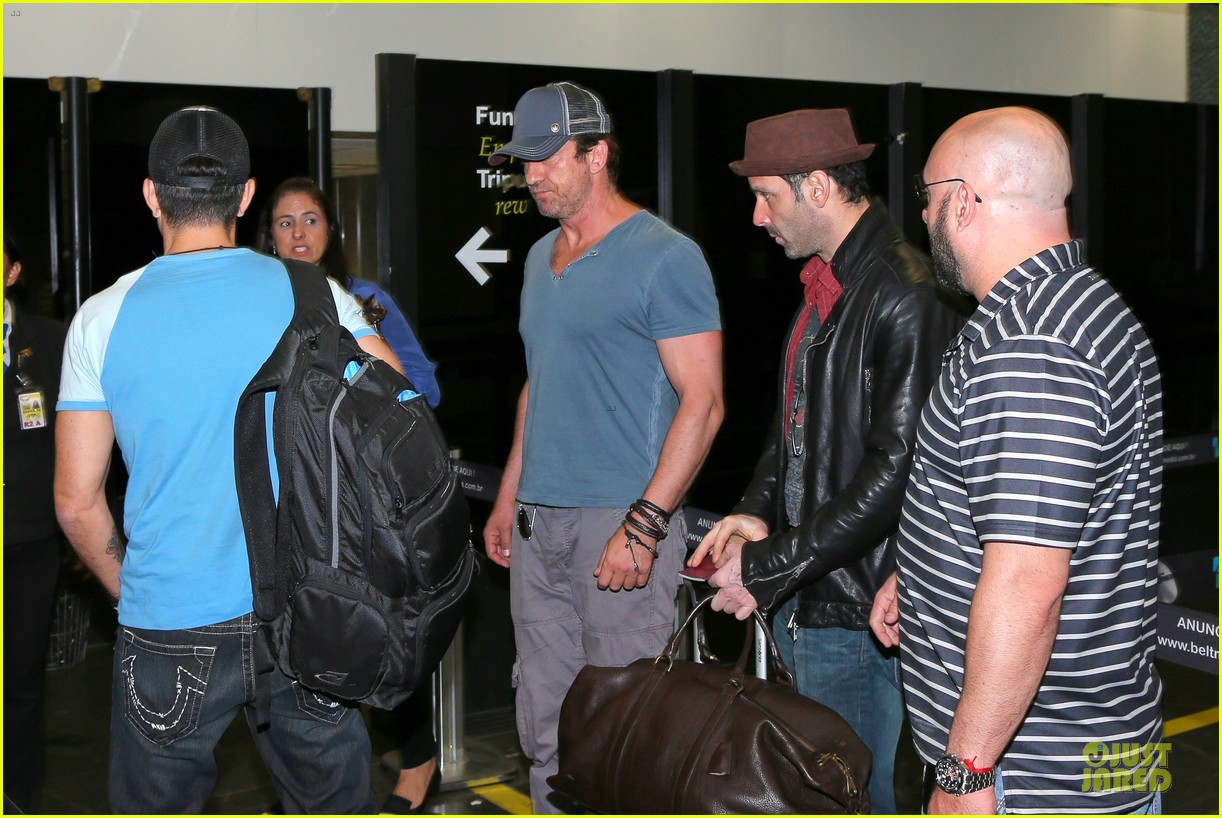 gerard butler jet to belo horizonte for fifa world cup 04