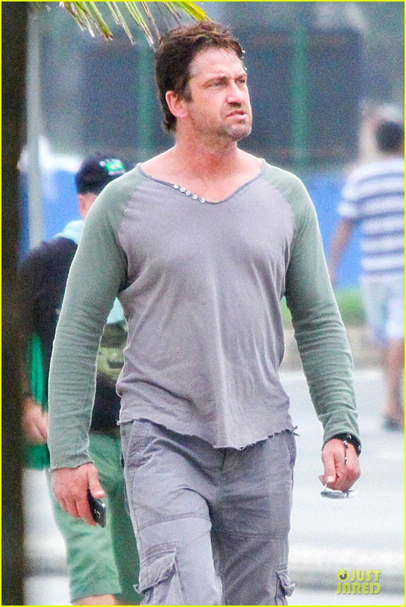gerard butler enjoy brazil before world cup final 06