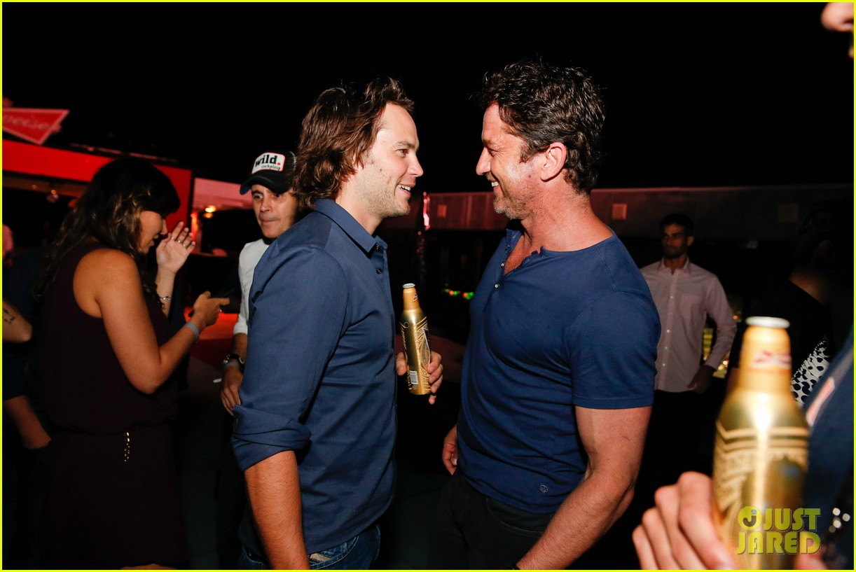 gerard butler taylor kitsch hang out in brazil 10