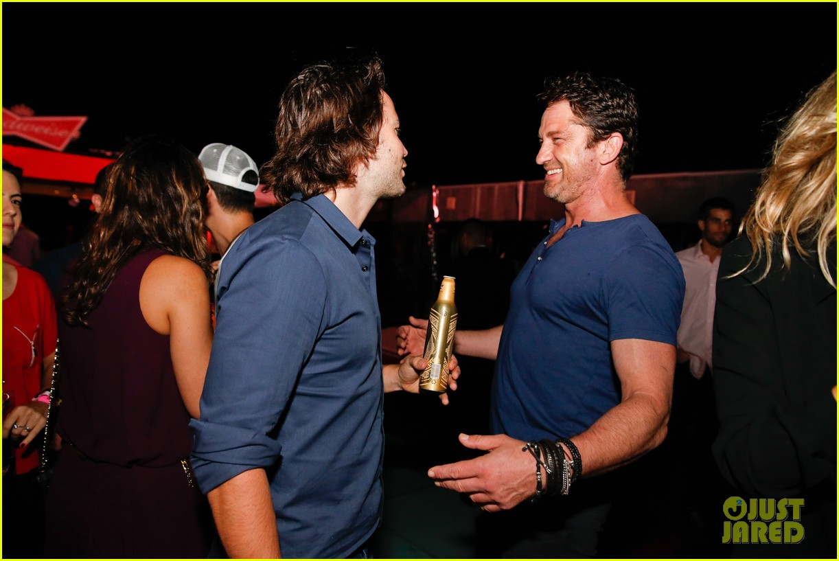 gerard butler taylor kitsch hang out in brazil 13