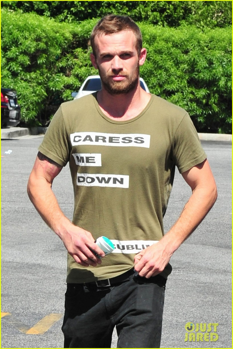 cam gigandet steps out after making controversial comments about oc 10