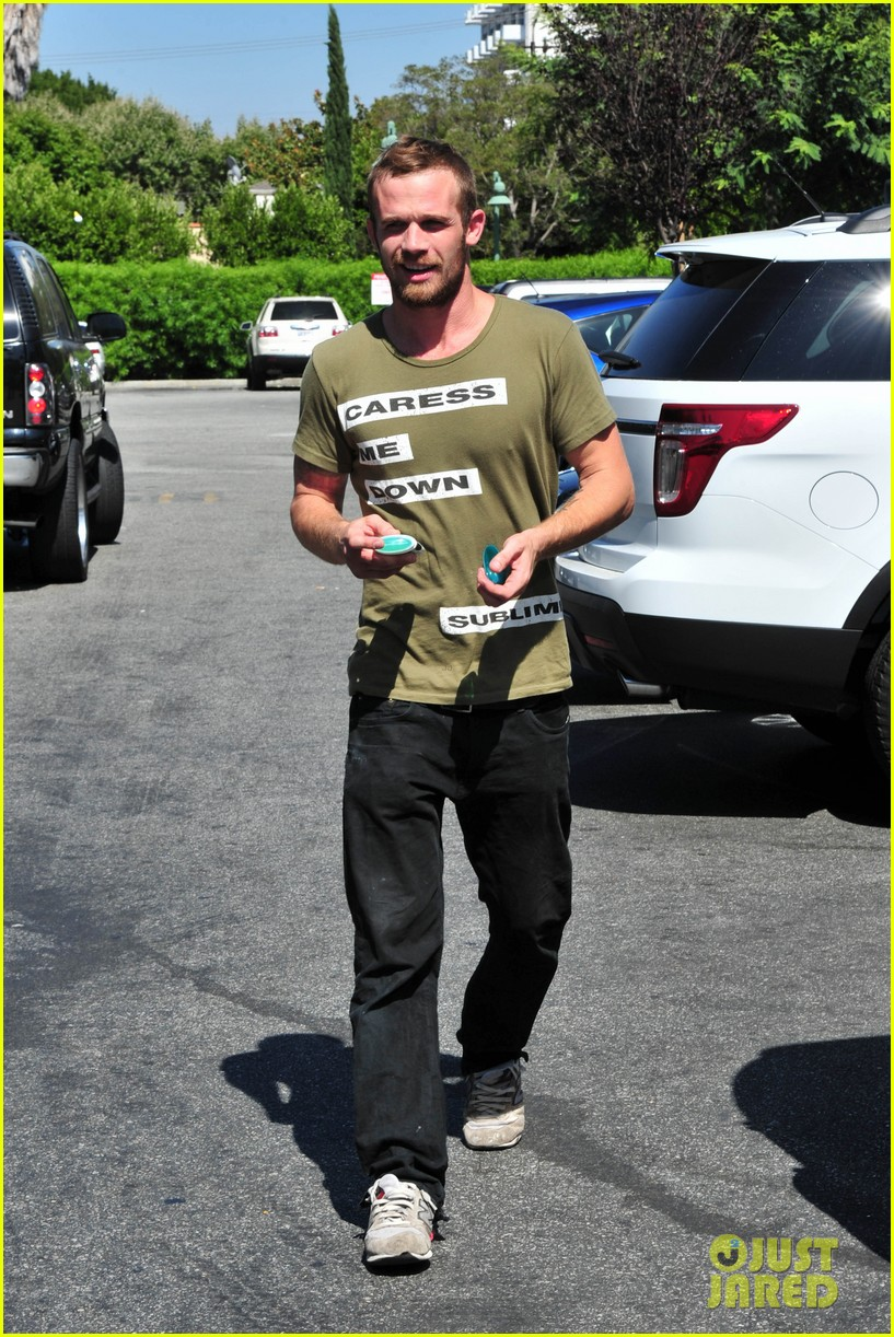 cam gigandet steps out after making controversial comments about oc 293153694