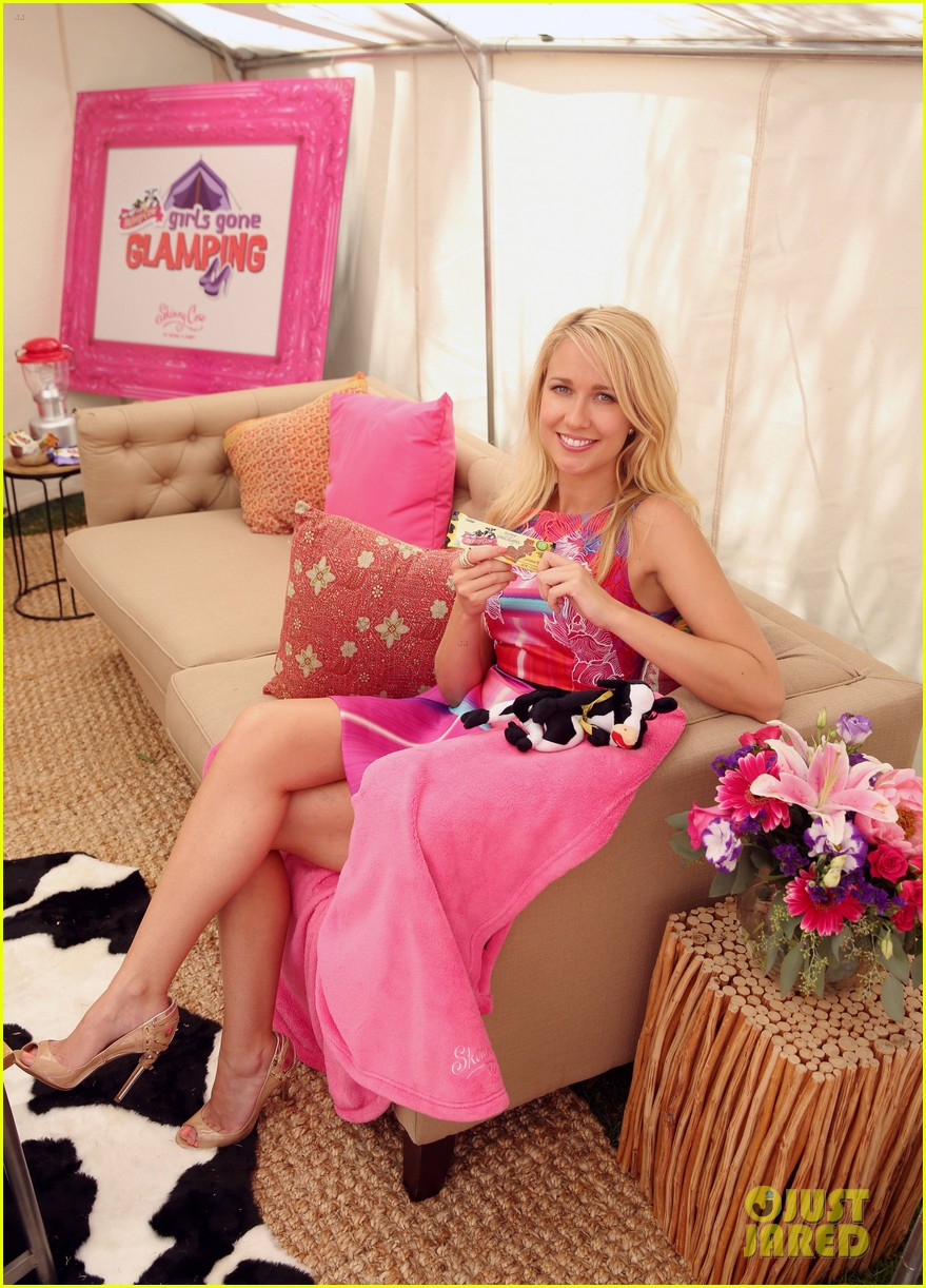 anna camp glamping brittany snow vegas 013152370
