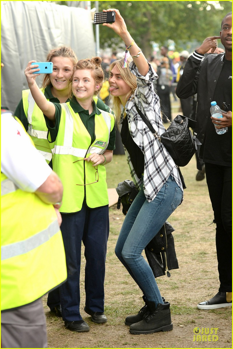 cara delevingne is so proud of ellie goulding at wireless festival 03