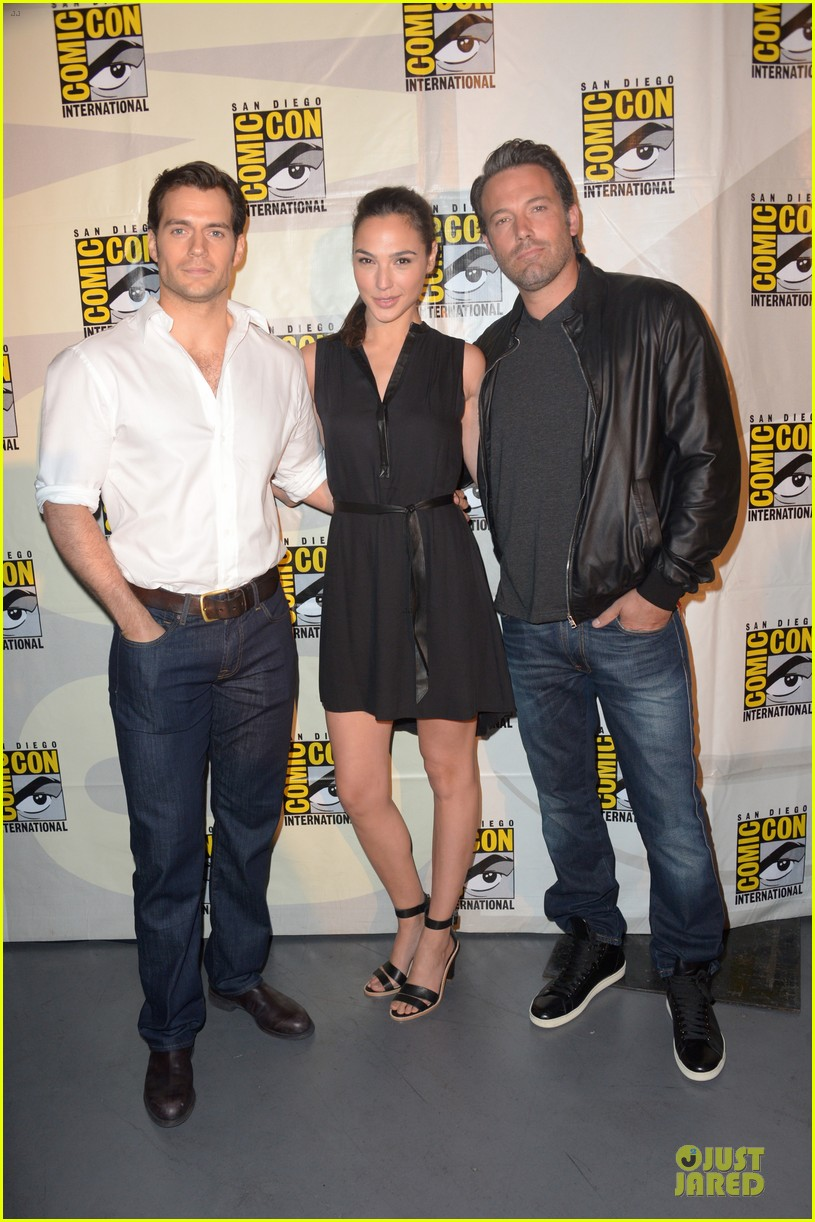henry cavill ben affleck surprise comic con appearance 03