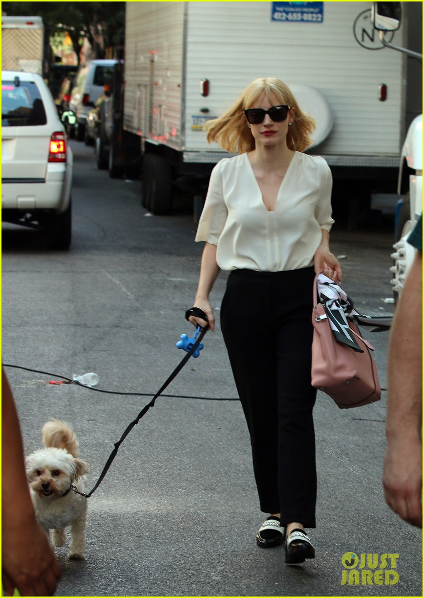 jessica chastain gets into character for a most violent year 01