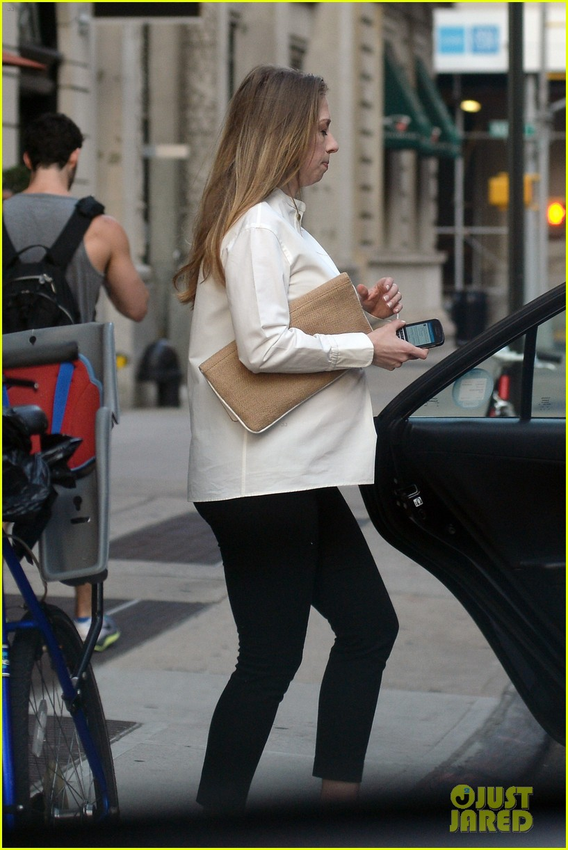 chelsea clinton displays her growing baby bump 033152229