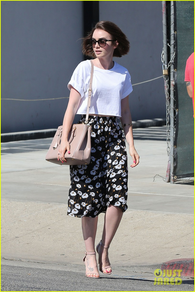 lily collins salon stop before holiday 103149244