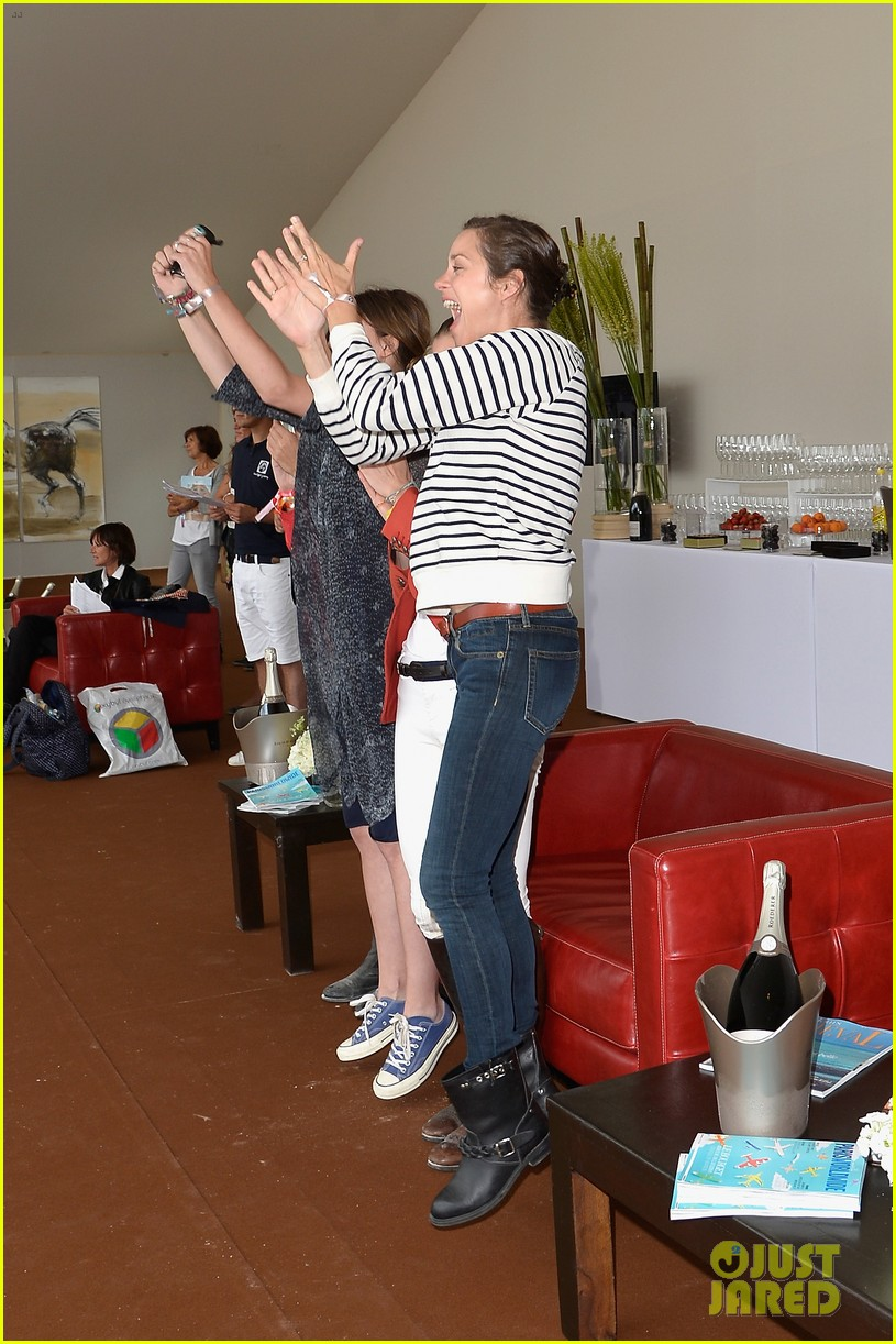 marion cotillard cheers on her man horse jumping 03