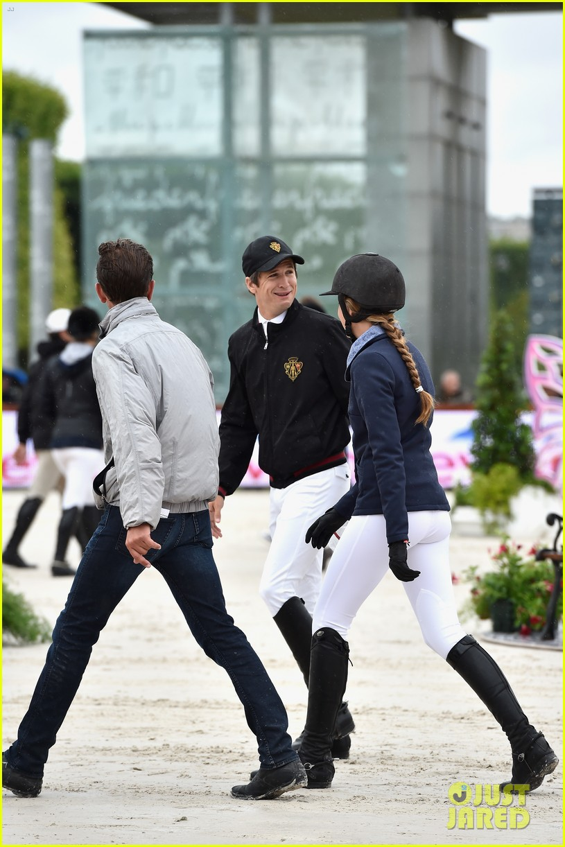 marion cotillard continues to support her horse jumping man 093150371