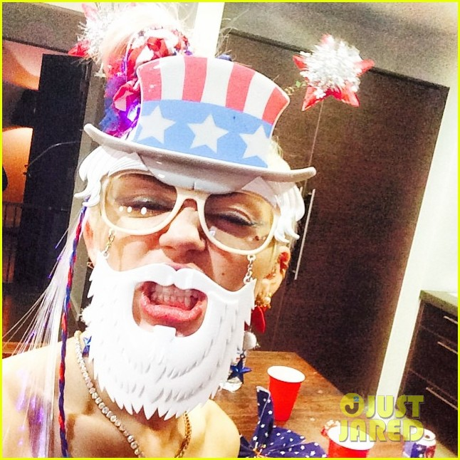 miley cyrus fourth of july instagram 04