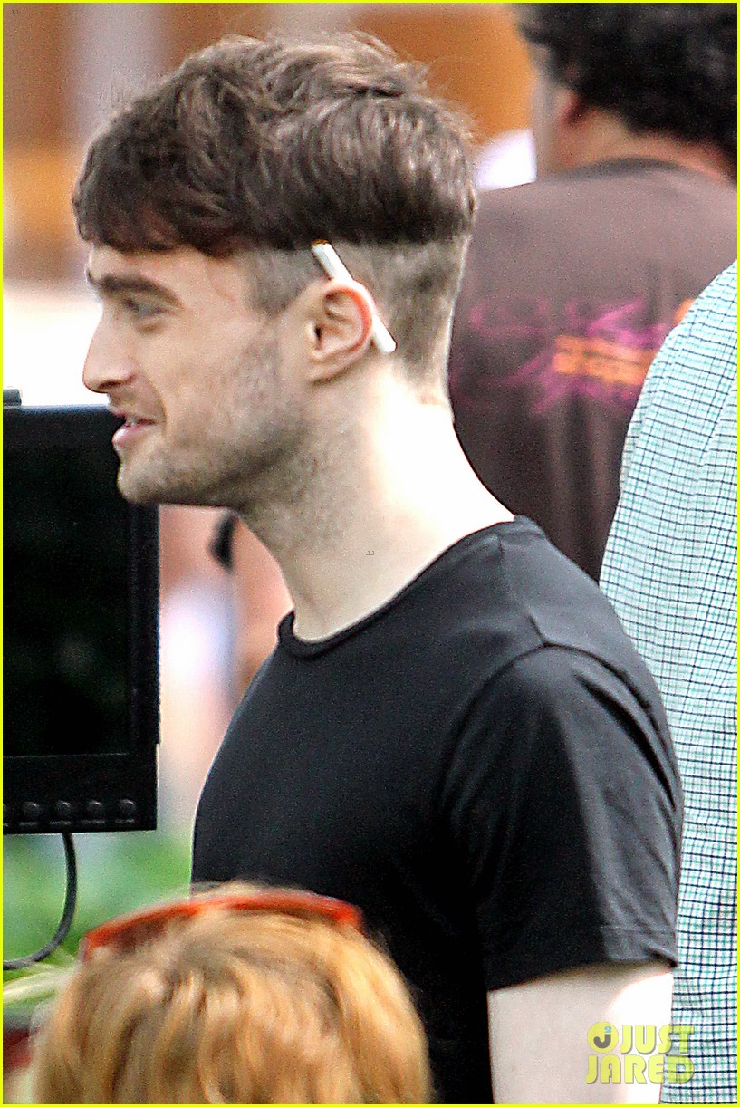daniel radcliffe dog walker trainwreck nyc set 163147563