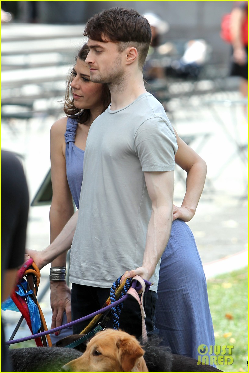 daniel radcliffe dog walker trainwreck nyc set 35