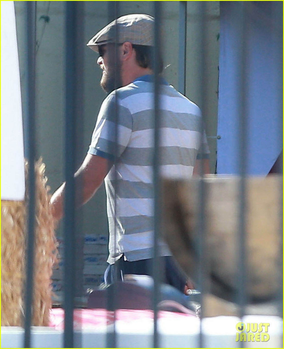 leonardo dicaprio sports scruffy beard 06