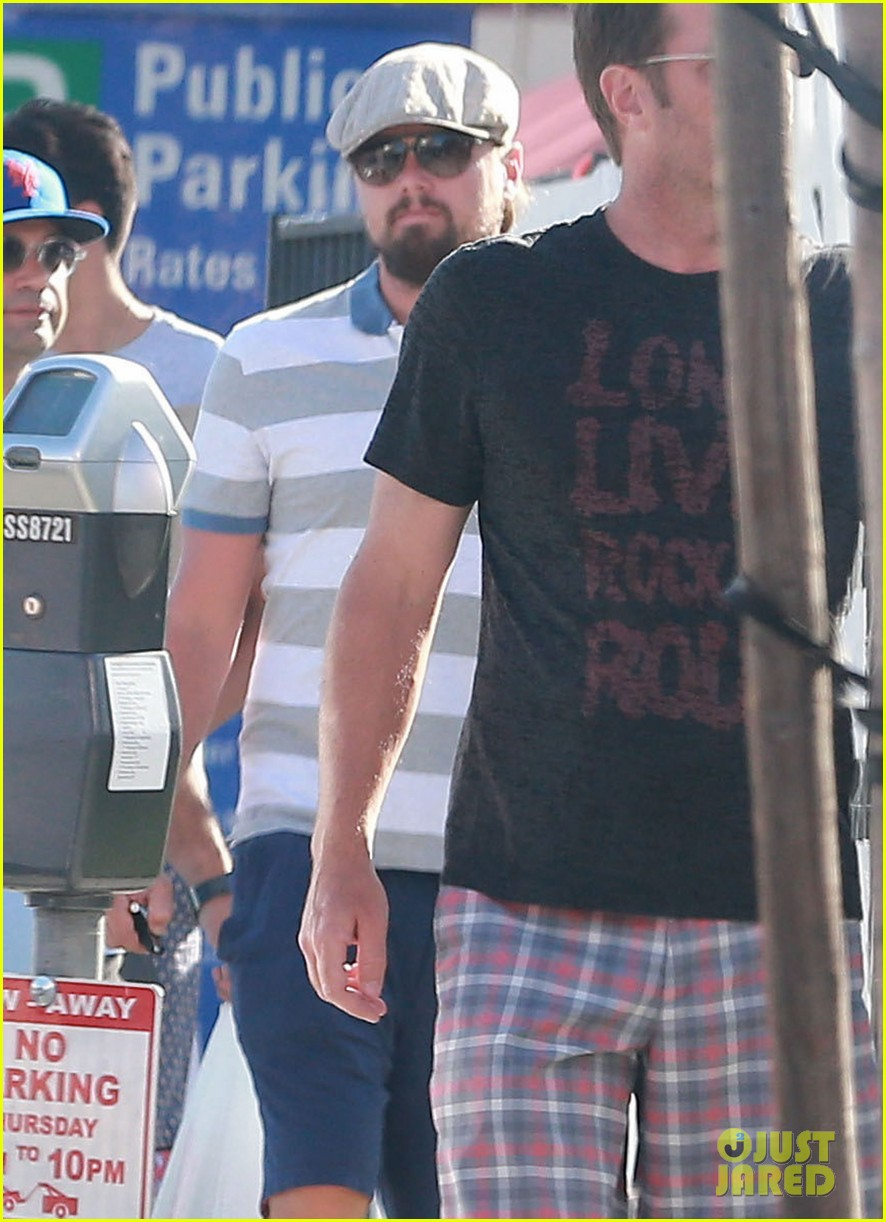 leonardo dicaprio sports scruffy beard 083153375