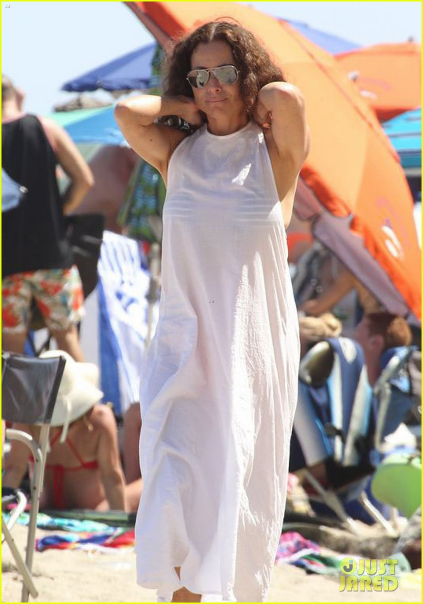 minnie driver spends the fourth of july at the beach 153150395