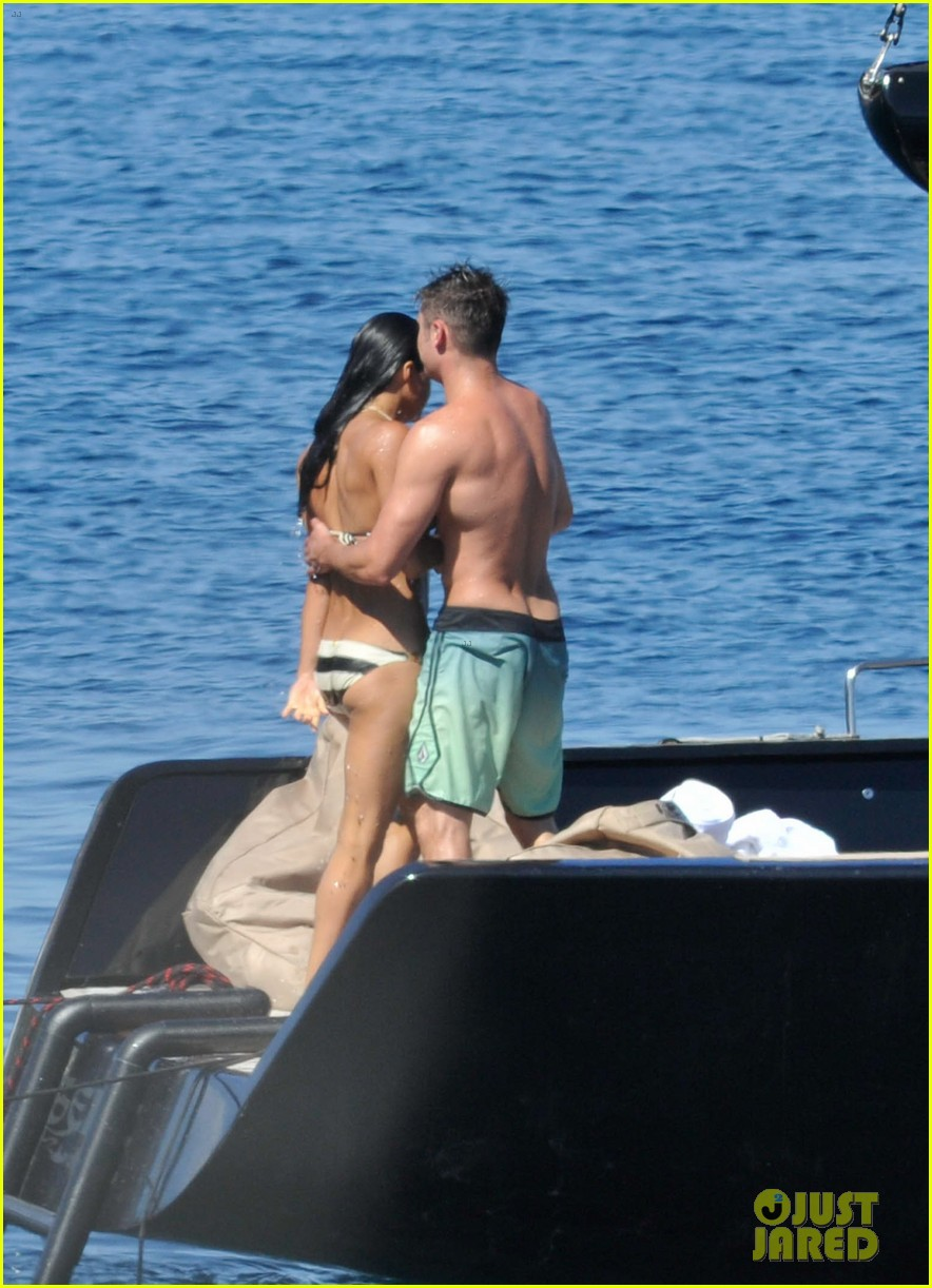 zac efron michelle rodriguez kissing photos 06