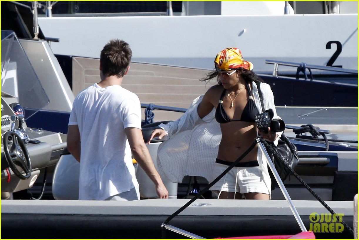 zac efron michelle rodriguez set sail together in porto cervo 03